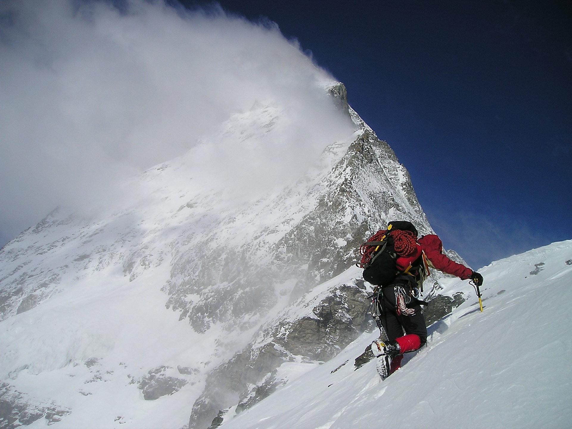 """L'Association roumaine des guides de montagne: """"Les touristes ont souvent un comportement inapproprié en matière de déchets"""""""